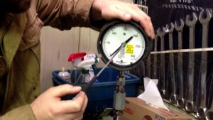 Pressure Gauge Calibration Using Dead Weight Tester